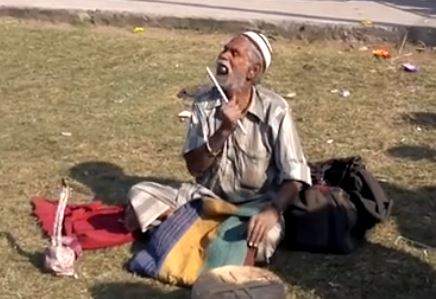 Funny Indian Magician Eating 1/2 Kg Iron Balls