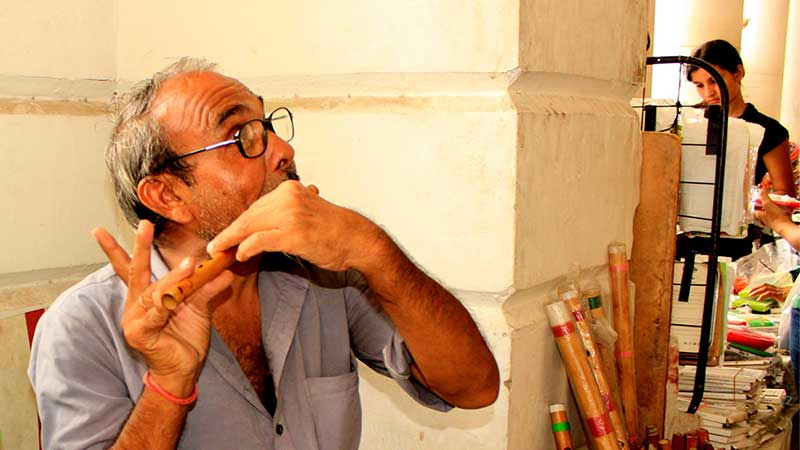 RS-Gautam-flutist---talented-indian-flute-seller